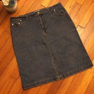 Sag Harbor denim pocketed skirt w/tummy control